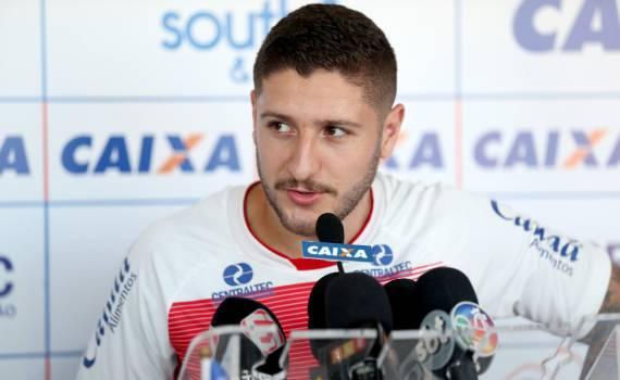 A primeira entrevista da semana no Fazendão foi do meia Zé Rafael. O  jogador lamentou o resultado contra o Internacional 436d3a061ab5e