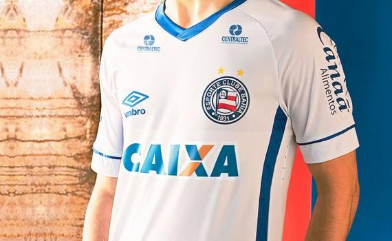 cdc80cc7d0 País sede da Copa do Mundo, a Rússia é o tema da nova camisa lançada pela  Umbro para o Esquadrão.